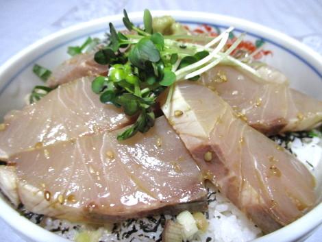カンパチの炙り胡麻漬け丼