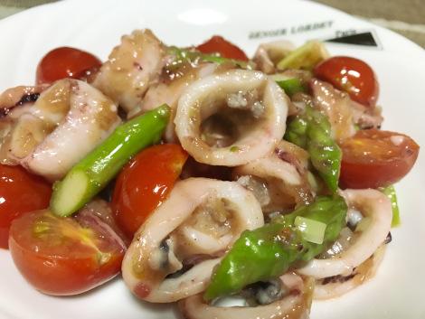ヤリイカとミニトマトの炒め物